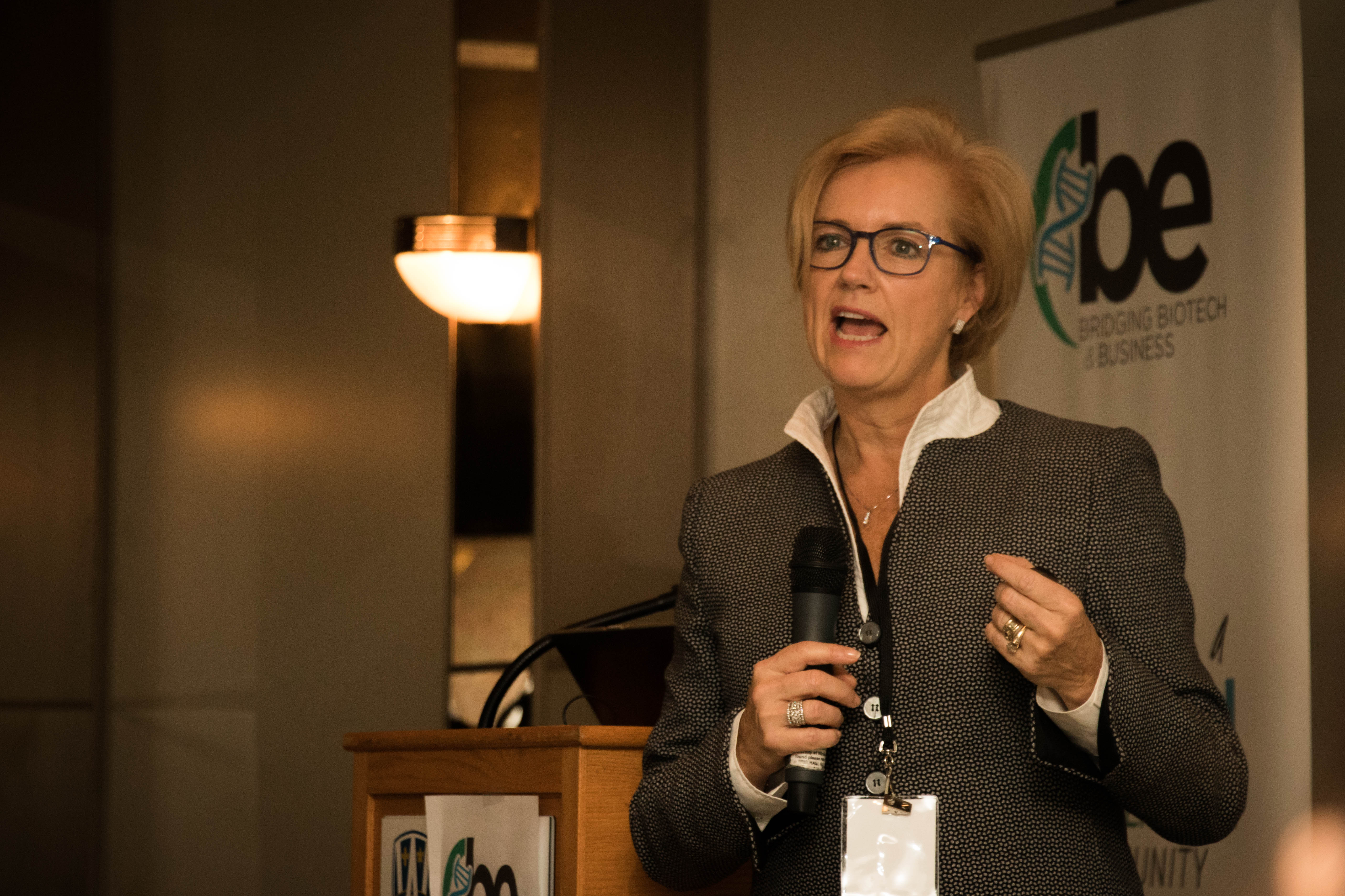 Dr. Anne Snowdon